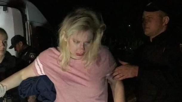 В Киеве нетрезвая женщина врезалась в столб