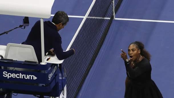 Серена Вільямс сперечається з суддею матчу і звинуватила його у сексизмі