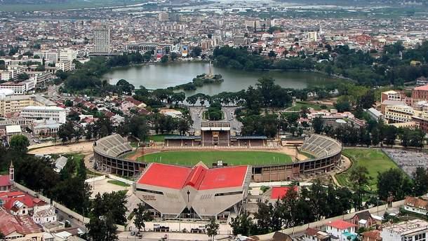 "Стадион ""Муниципаль  де Махамазина"" в Антананариву"