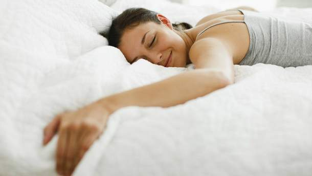Чому тіло здригається перед сном