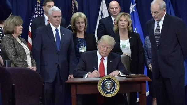 Трамп підписав документ про продовження режиму надзвичайного стану в США