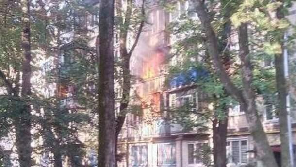 В Києва загорілася багатоповерхівка