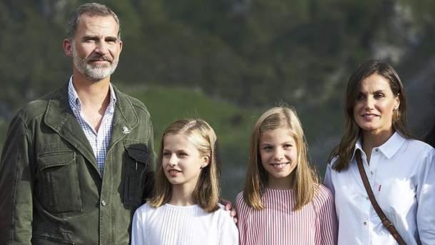 Король и королева Испании с детьми