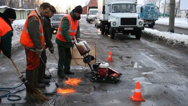 Ранее в Украине дороги ремонтировали и зимой