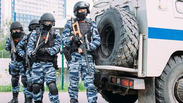 ОМОН снова обыскивает активистов в оккупированном Крыму