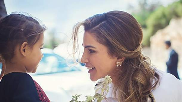 Королева Йорданії взяла участь у відкритті дитячого будинку: промовисті фото