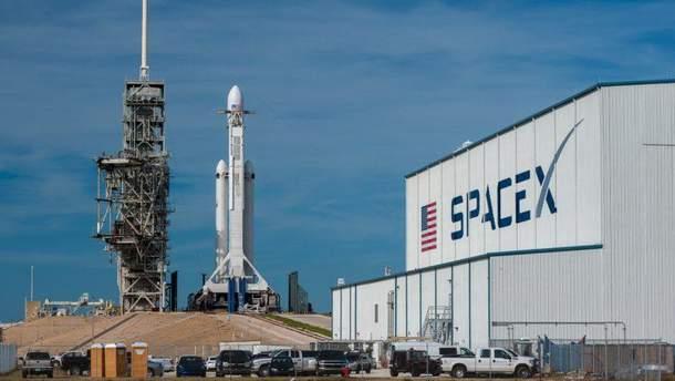 SpaceX обрала першого туриста, що полетить на Місяць