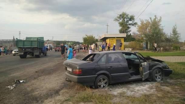 На Харківщині водій іномарки в'їхав у зупинку