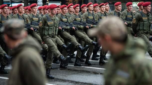 С 2019 года зарплата украинских военных должна вырасти минимум на 30%