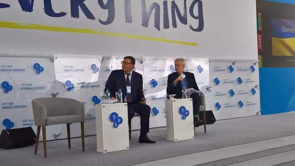 """Юрій Луценко під час зустрічі """"Ялтинської Європейської Стратегії"""""""