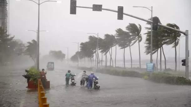 """Тайфун """"Мангхут"""" на Филиппинах: не менее 14 погибших, 6 пропали без вести, многие здания разрушены"""