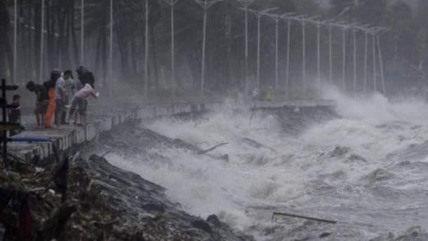 """В Китае эвакуировали полмиллиона человек из-за тайфуна """"Мангхут"""""""