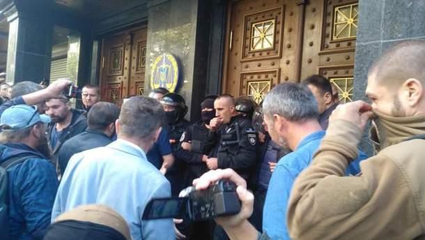 Столкновения под зданием ГПУ