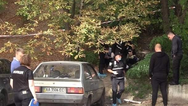 У Києві знайшли мертве немовля у подарунковому пакеті
