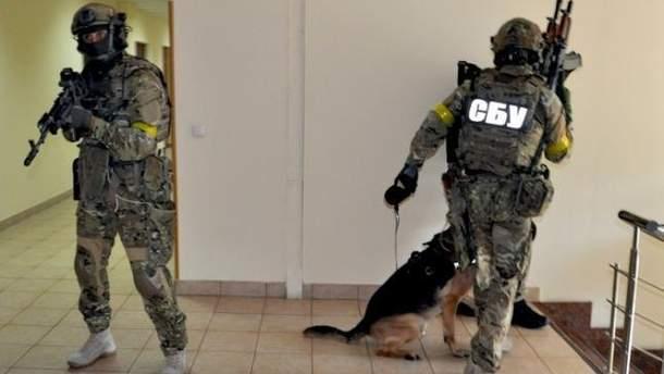 Силовики также проводят обыски в офисе фирмы-посредника