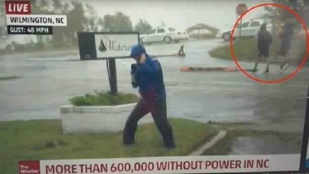 В США насмехаются над журналистом, освещающим новости о погоде