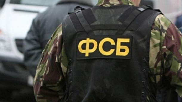 В Симферополе в доме крымских татар российские силовики провели обыск