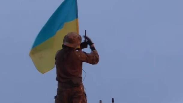 Украинские разведчики установили флаг в серой зоне на Донбассе