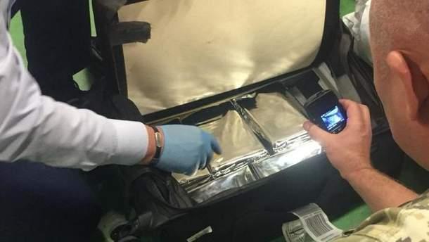 """У """"Борисполі"""" прикордонники знайшли у багажі пасажира понад 5 кілограмів кокаїну"""
