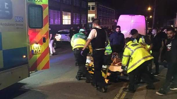 У Лондоні біля мечеті автомобіль наїхав на пішоходів: три людини постраждали