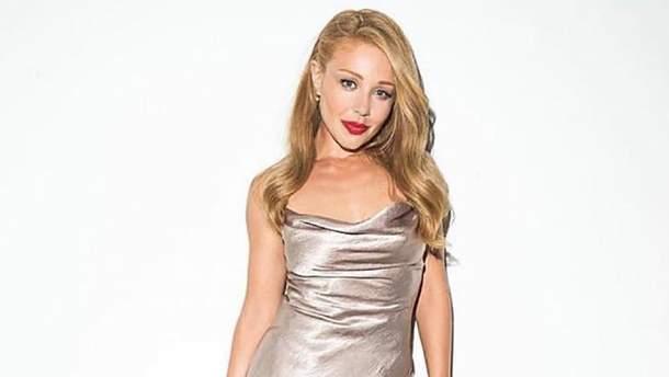 Тіна Кароль приміряла пікантну сукню в яскравій фотосесії