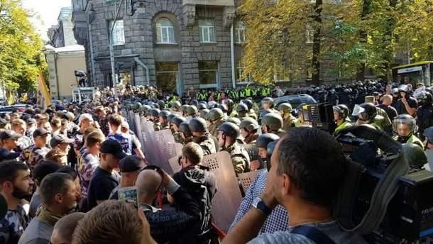 Активисты митингуют под Администрацией Президента: видео и фото с места события