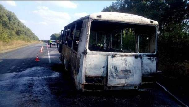 На Сумщине дотла сгорел автобус, перевозивший детей