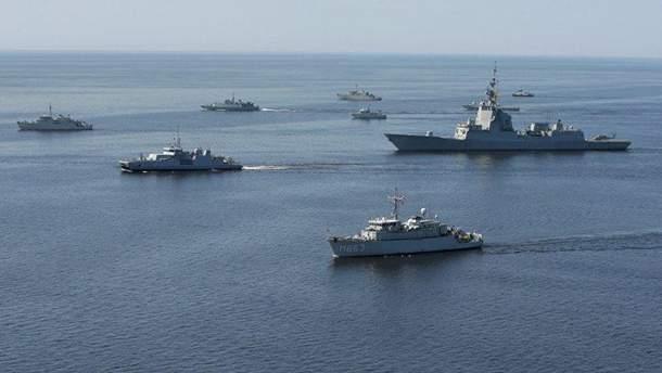 Українські військові кораблі йдуть в Азовське море