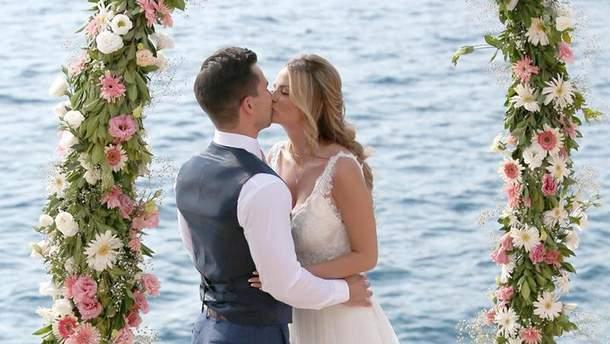 Пишногруда модель Ріан Сагден вийшла заміж: фото церемонії