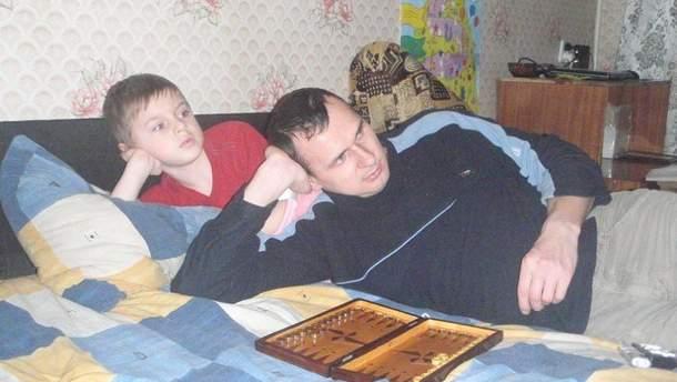 Олег Сенцов із сином Владом