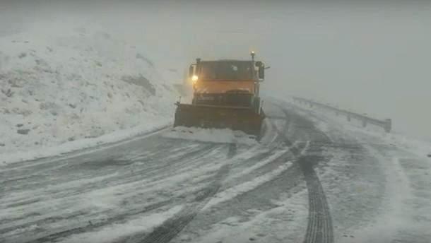 Потужний снігопад накрив Румунію: вражаючі фото та відео негоди