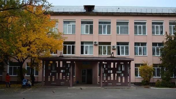 Когда-то лучшая школа Луганска – сегодня место, из которого убегают