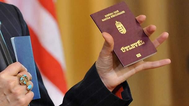 Голова Закарпаття Москаль розповів, хто зняв скандальне відео з видачею паспортів Угорщини