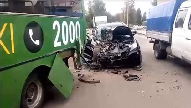 ДТП в Харькове с BMW и маршруткой