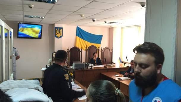 Суд избирает меру пресечения подозреваемым в нападении на Олега Михайлика