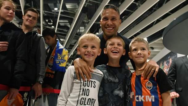 Марлос провел автограф-сессию в Киеве