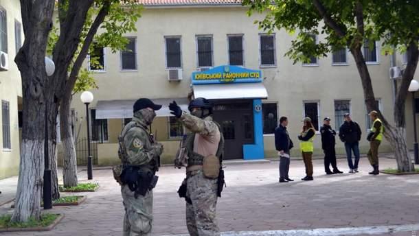 Замах на активіста Михайлика: суд обирає запобіжний захід підозрюваним