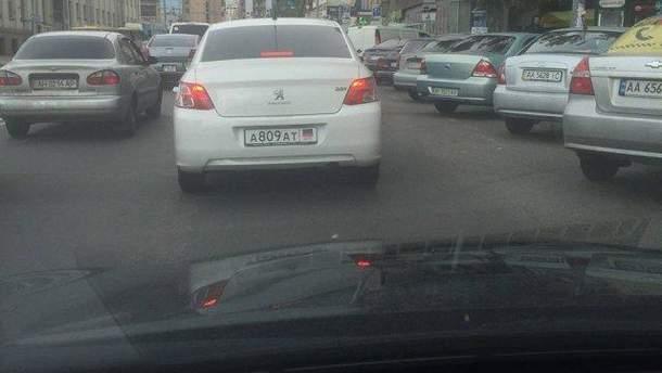 """По Киеву ездит авто с номерами так называемой """" ДНР"""""""