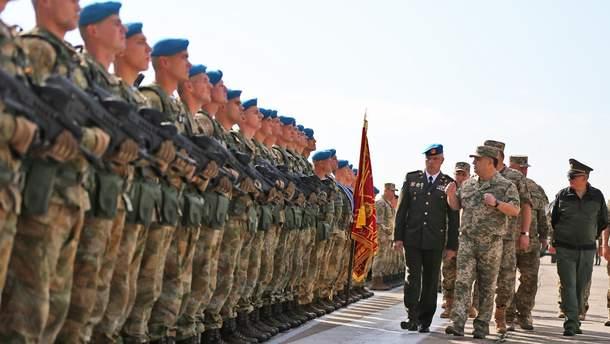 Близько 40% військових строкової служби укладають контракт
