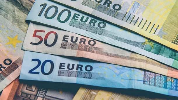 Курс доллара упал до65,48 рубля