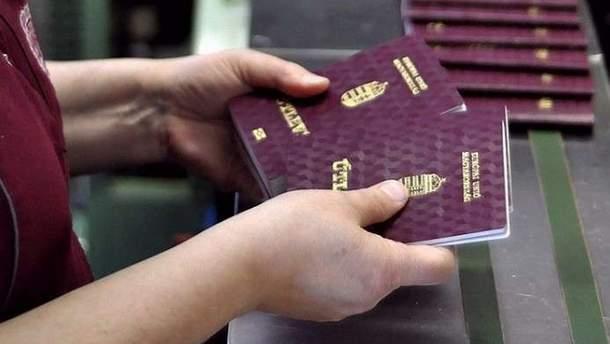 Скандал с венгерскими паспортами на Закарпатье