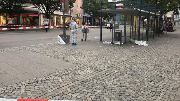 В Германии неизвестный напал с ножом на прохожих