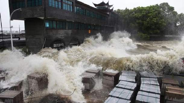 "Тайфун ""Трами"" достиг берегов Японии"