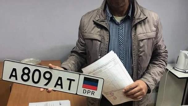 """СБУ впіймала чоловіка, який їздив по Києву на автівці з номерами так званої """"ДНР"""""""