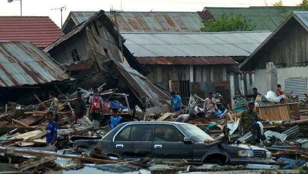 Багато людей потрапили у пастку під завалами будівель