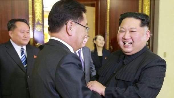 Ким Чен Ын подарил собак коллеге из Южной Кореи
