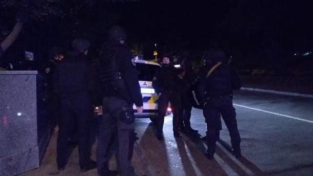 Невідомий стріляв у поліцейського в центрі Києва