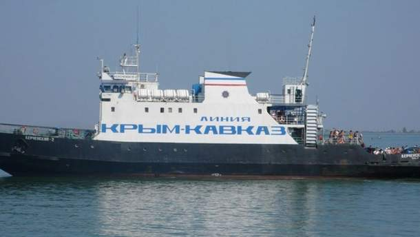 Через відкриття Кримського мосту для вантажівок Росія зупинила поромне сполучення із окупованим півостровом