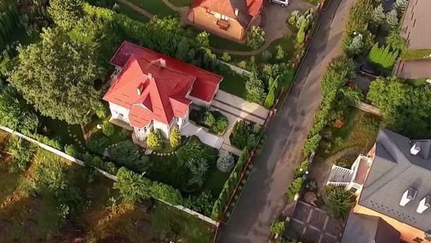 Семья СБУшника купила элитный дом, на который бы глава службы Грицак зарабатывал 120 лет