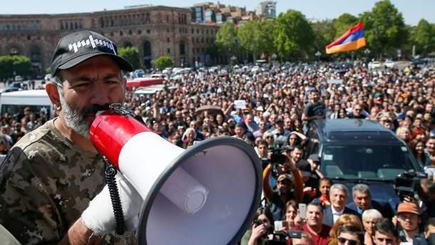 Пашинян пообещал уйти в отставку ради досрочных выборов в парламент Армении